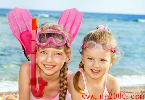 小孩学游泳的最佳年龄 儿童游泳的好处与坏处有哪些