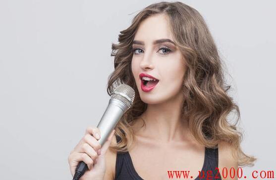歌唱家们唱歌时,喉咙都是这样打开的